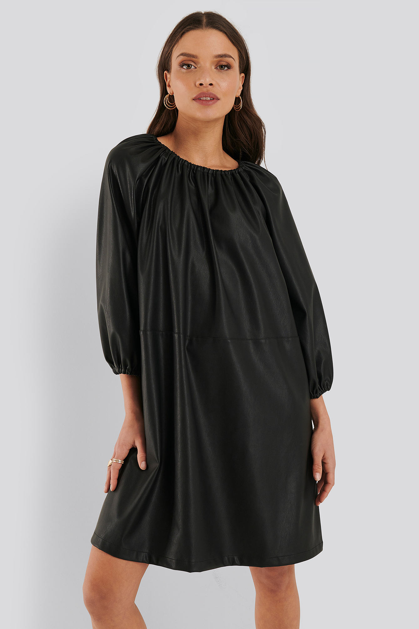 Black Robe Faux Cuir