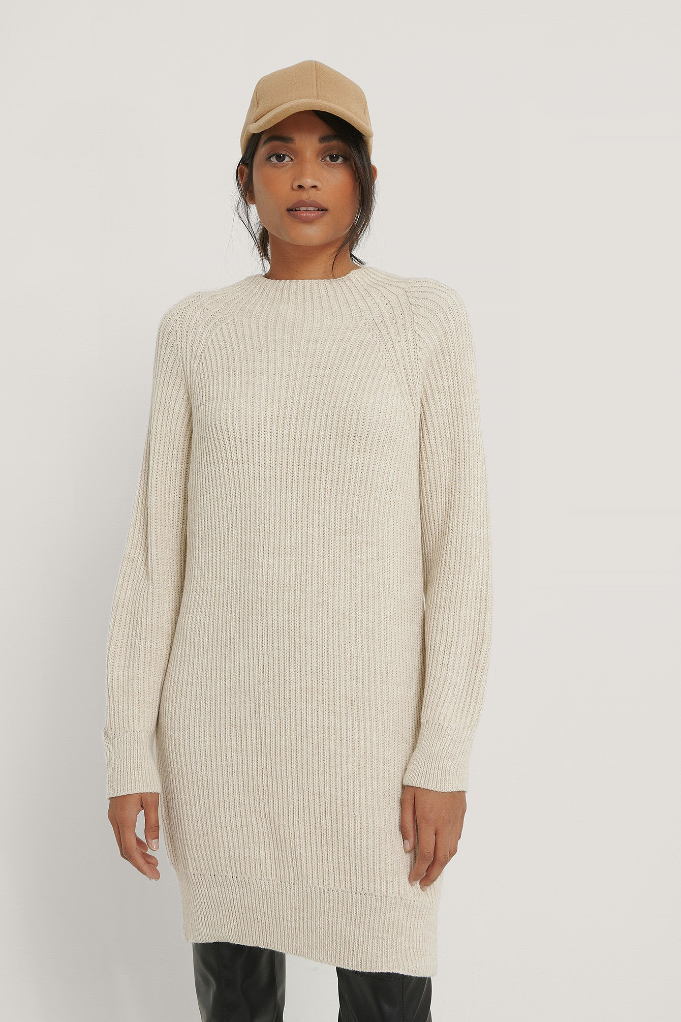 Light Beige Pull Long En Tricot À Col Montant