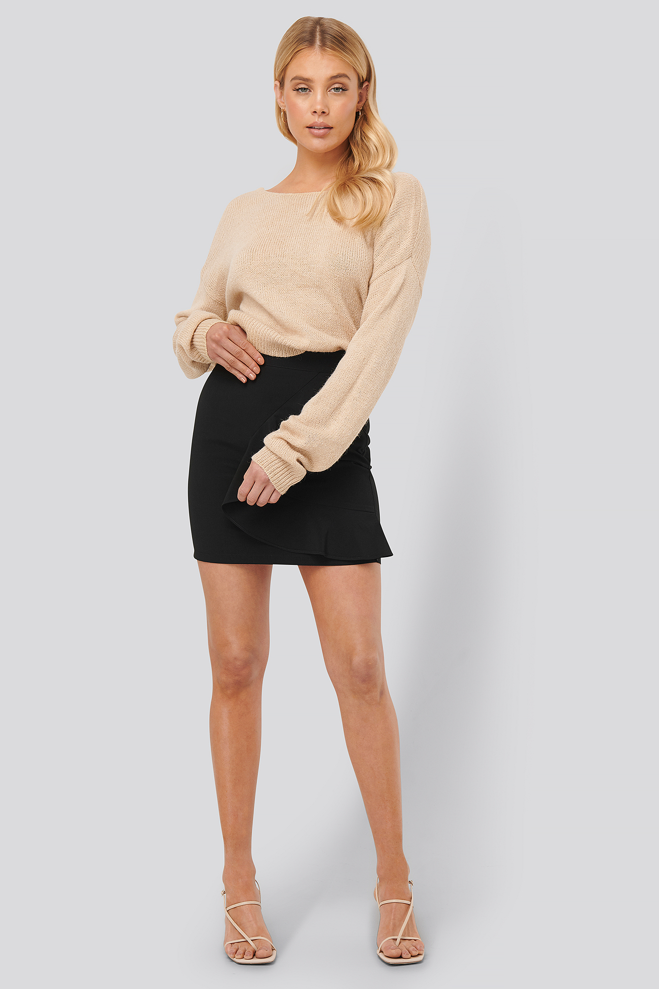 Beige V-neck Back Cropped Knitted Sweater
