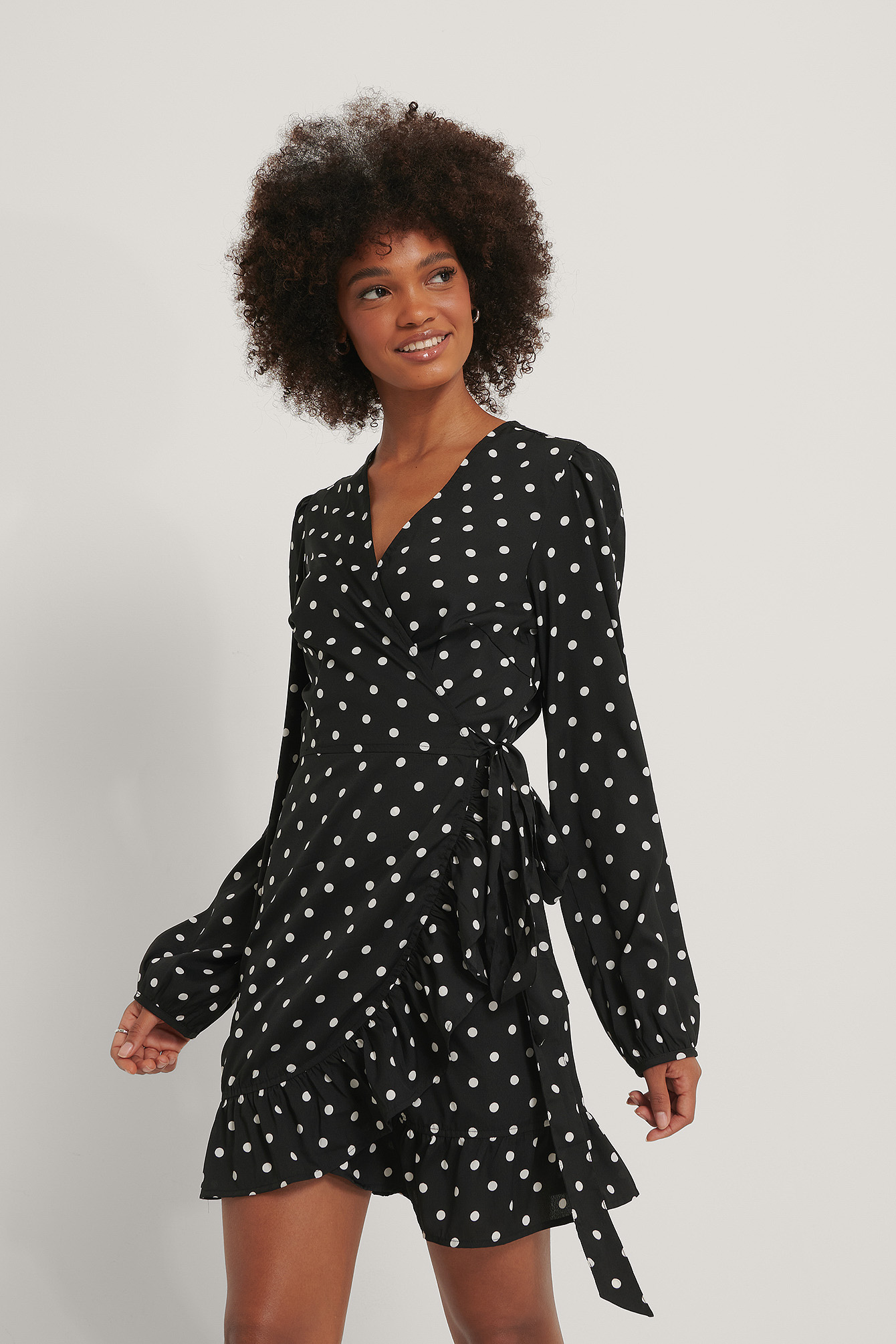 Black Polka Dot Robe Cache-Coeur