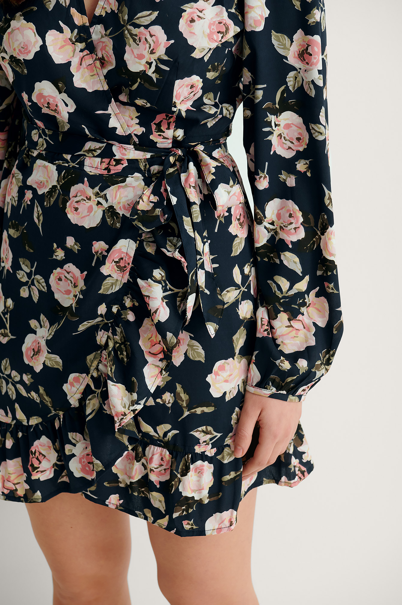Navy Wallpaper Roses Robe Cache-Coeur