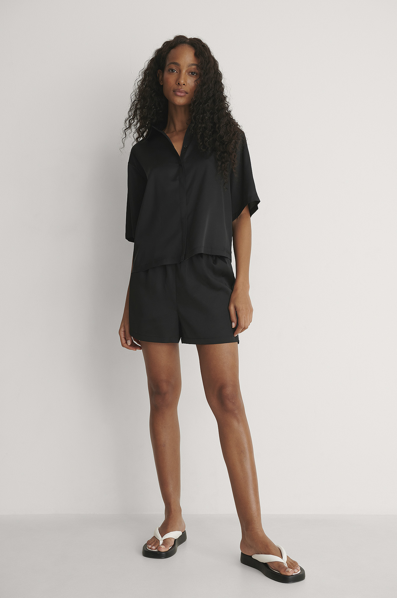 Black Recyclé Short Satin