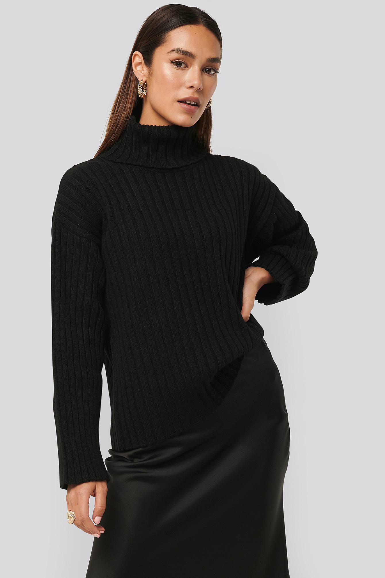 Black Oversized Ribbed Knitted Sweater