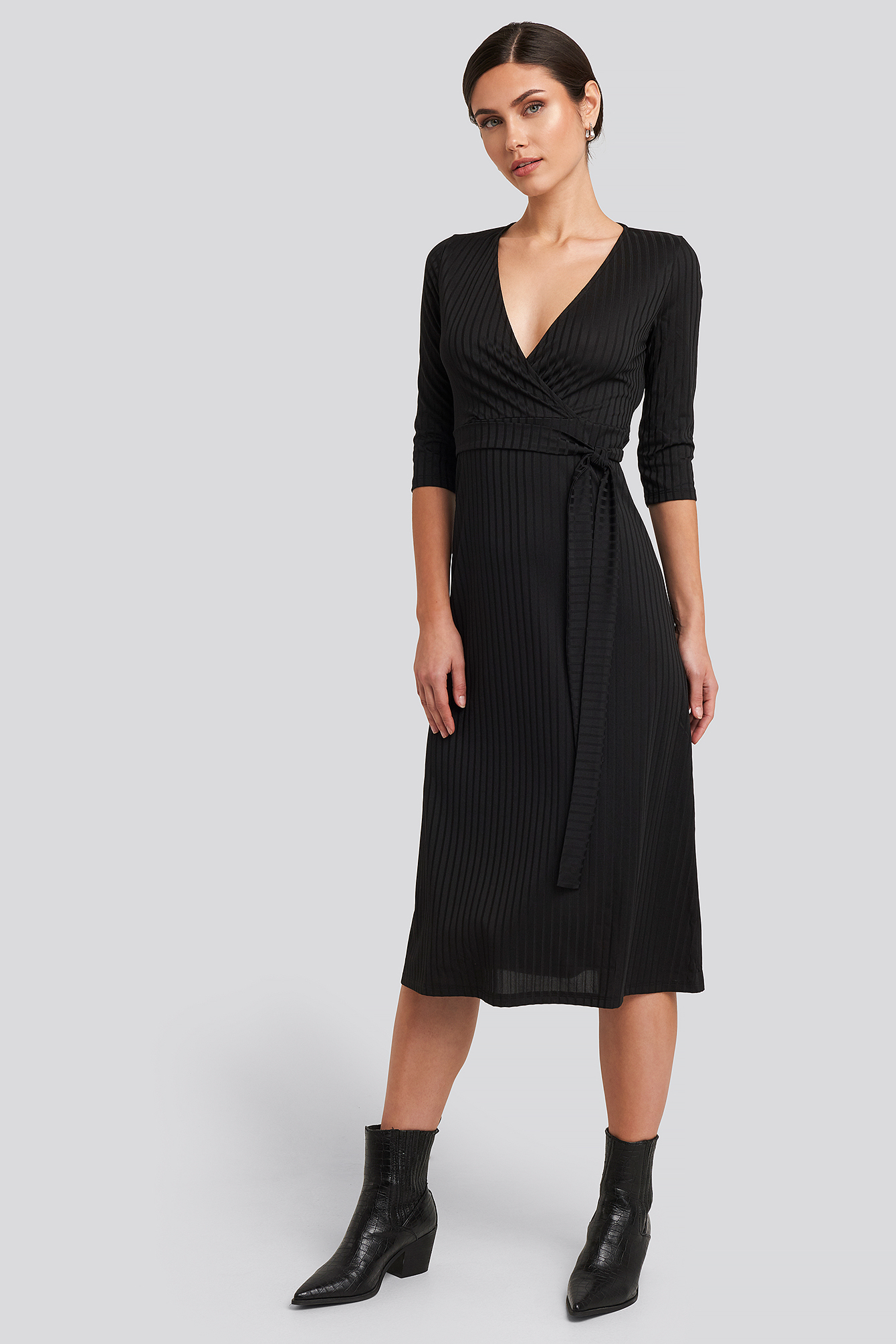 Black Overlap Detailed Midi Dress