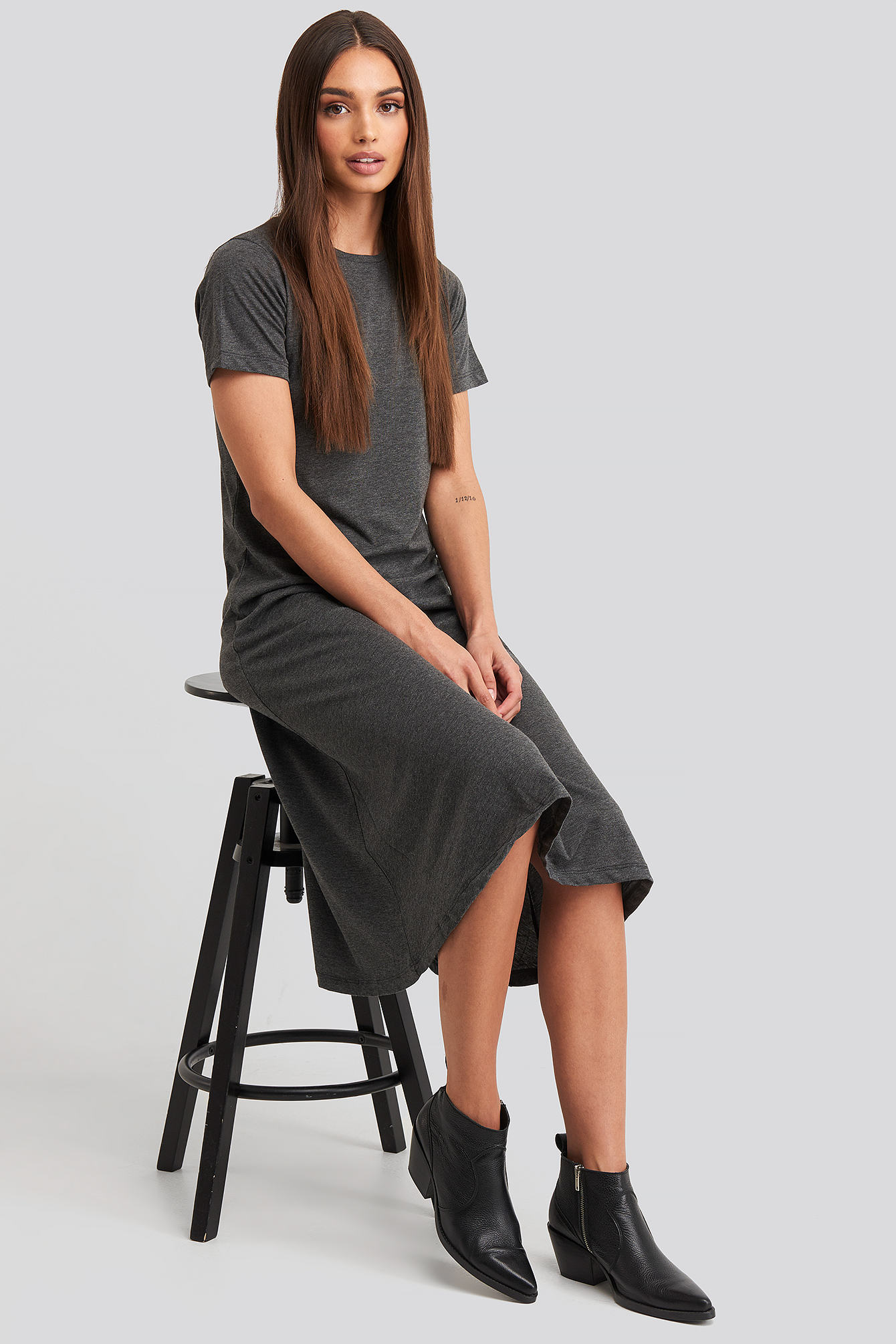 Anthracit Short Sleeve Knitted Midi Dress