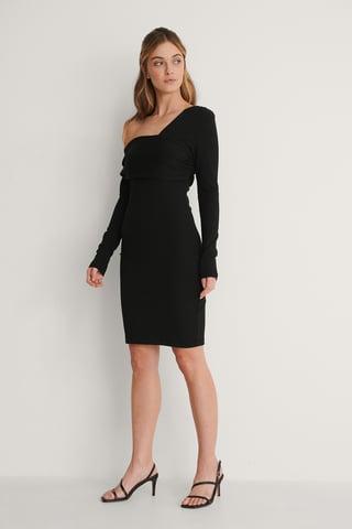 Black Robe À Épaules Asymétriques
