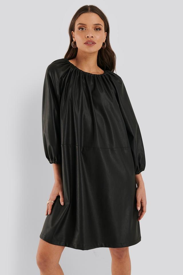 Black Robe Faux Cuir