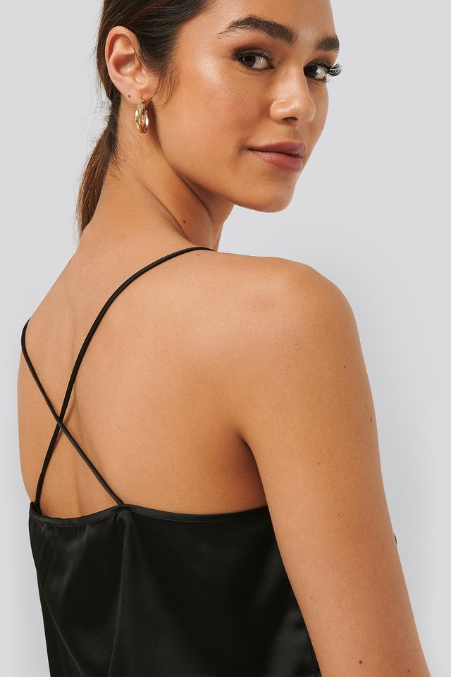 Black Cross Back Straight Neckline Singlet