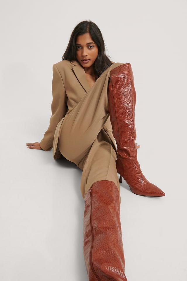Brown Croco Bottes Hautes Moulantes À Couture Avant