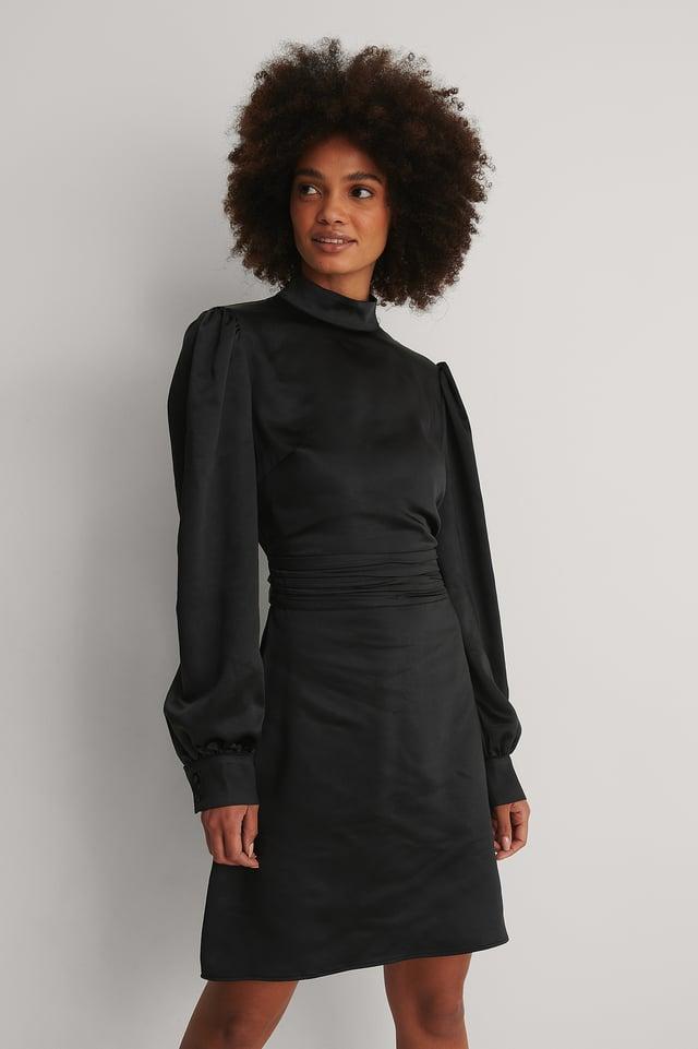 Black Robe Satin Col Haut