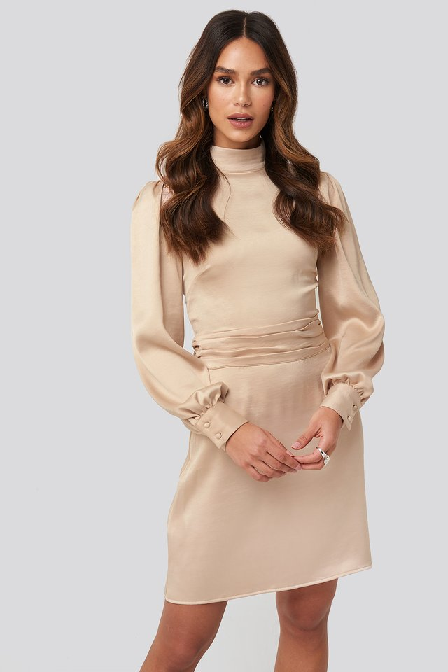 Robe Satin Col Haut Light Beige