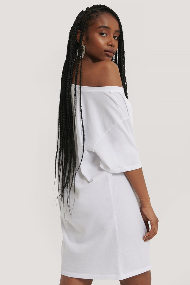 White Robe Une Épaule