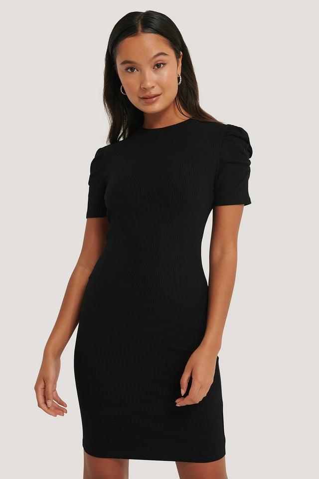 Black Robe Mini À Manches Bouffantes Courtes