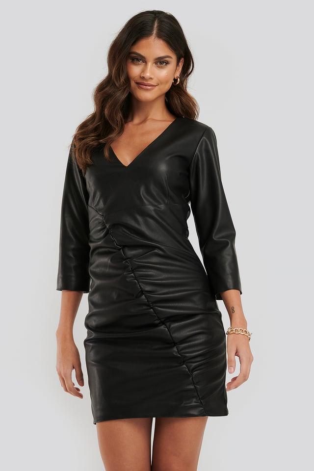 Black Robe Mini Faux Cuir