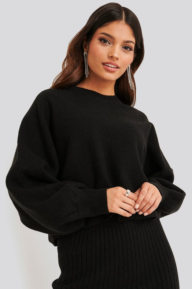 Round Neck Cropped Knitted Sweater Black