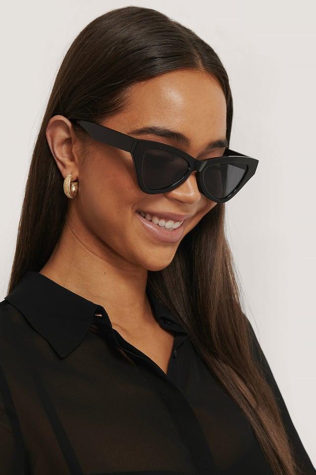 Sharp Triangular Cateye Sunglasses Black