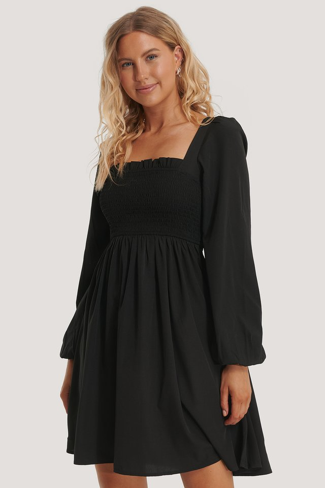 Robe À Encolure Carrée Smockée Black