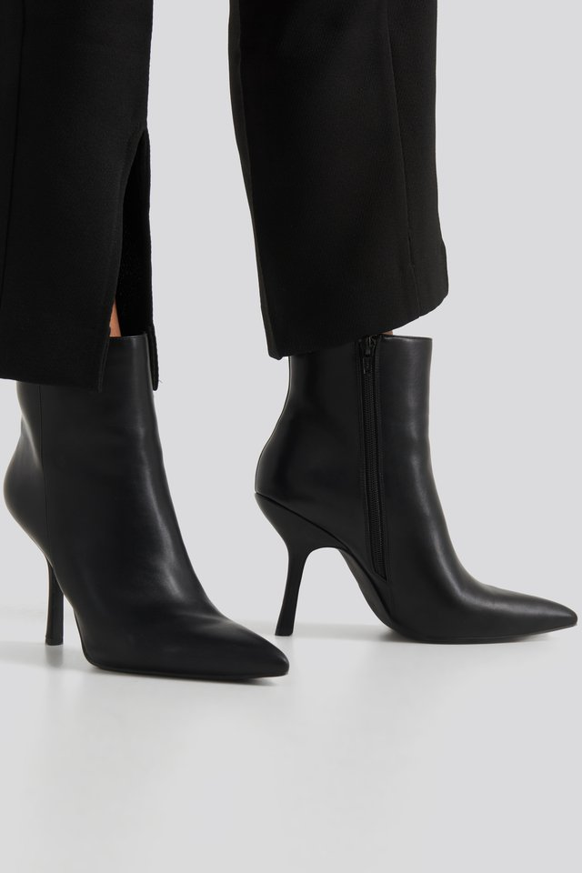 Structured Pointy Boots Black
