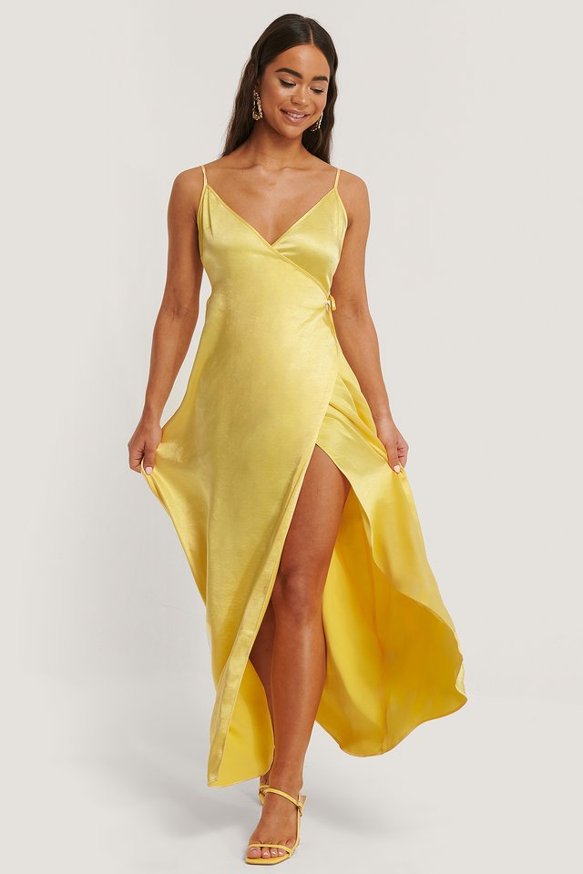 Robe Fendue En Satin À Fines Bretelles Yellow