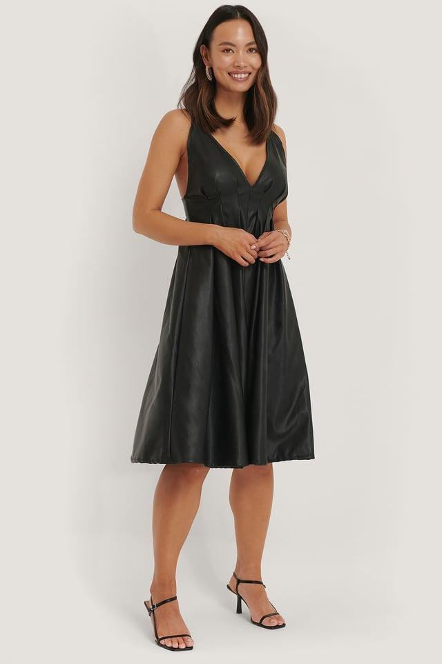 Robe Mi-Longue En V Black