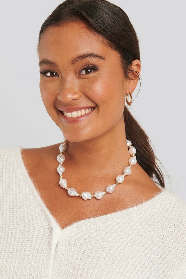 White Vintage Pearl Necklace