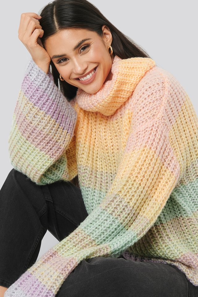 Light Mix Color Wide Sleeve Cable Knitted Sweater