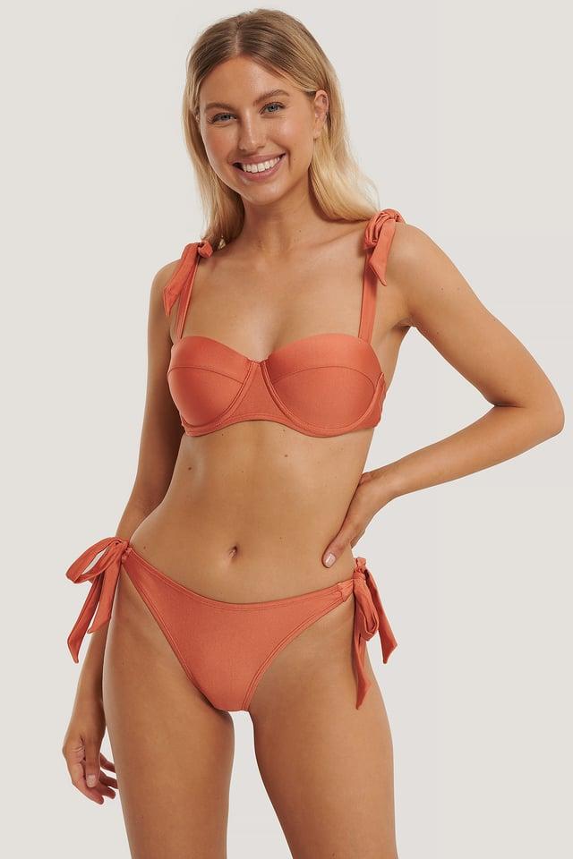 Bas De Bikini Noué Sur Le Côté Orange