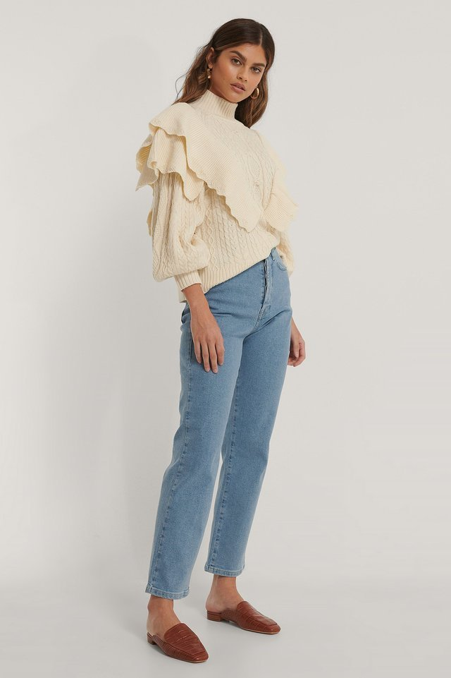 Straight High Waist Jeans Outfit.
