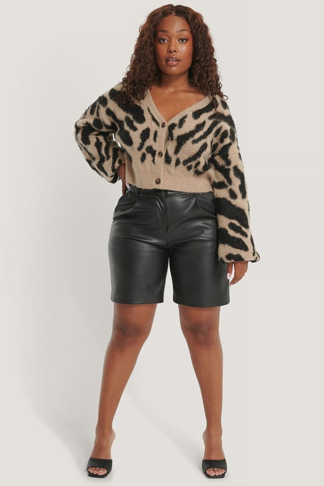 Brushed Leo knitted Cropped Cardigan Outfit.
