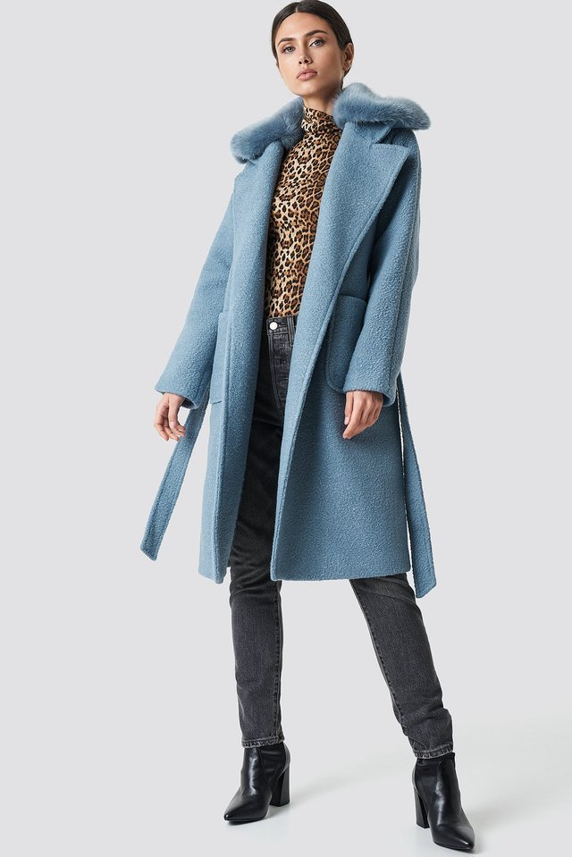 Big Faux Fur Collar Coat Blue Outfit.