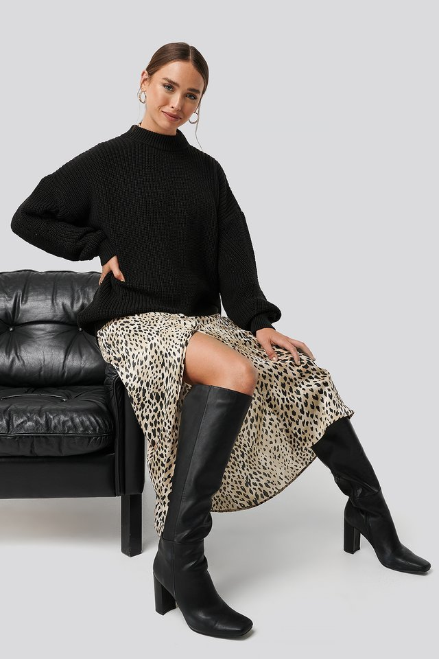 Detailed Sleeve Oversized Knitted Sweater Outfit.
