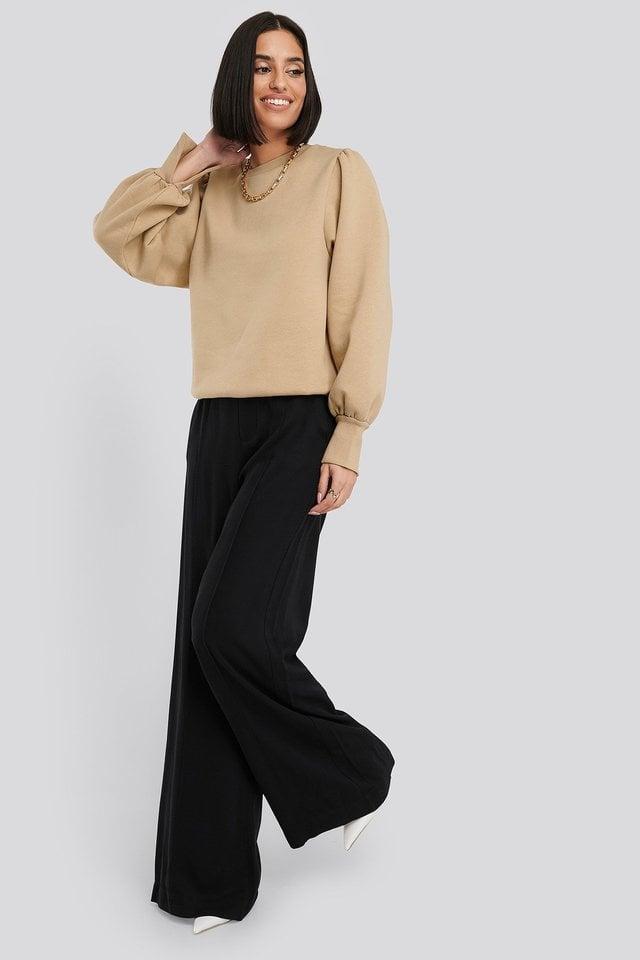 Puff Sleeve Split Cuff Sweatshirt Outfit.
