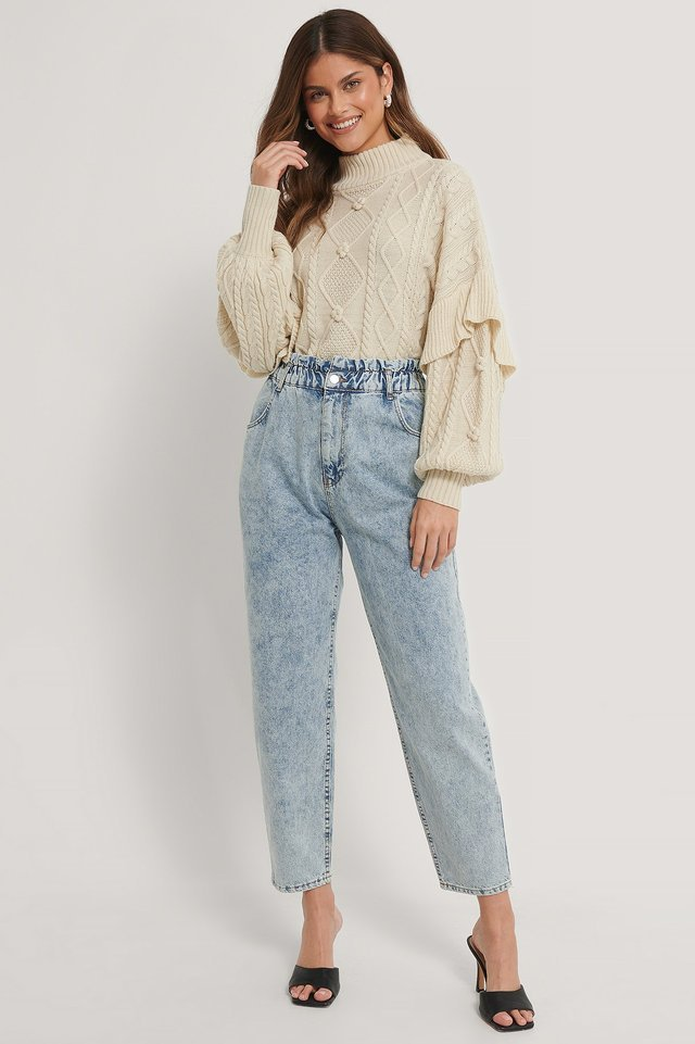 Loose Fit Paperwaist Jeans Blue Outfit.