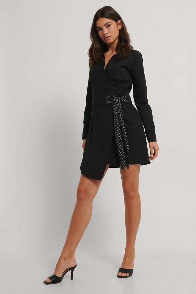 Black Mini Robe Avec Détails Ceinturée