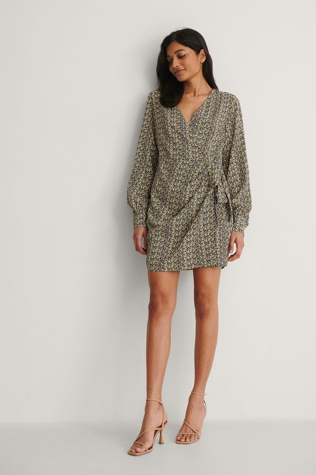NA-KD Overlap LS V-neck Dress Outfit