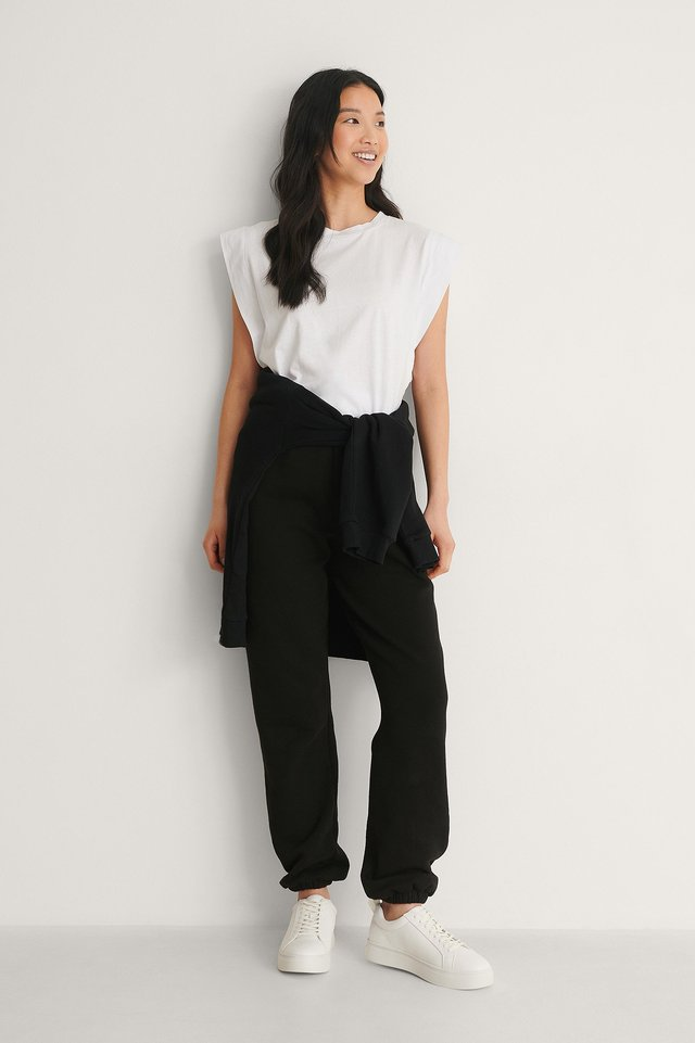 Trendyol Sleeveless Tee Outfit