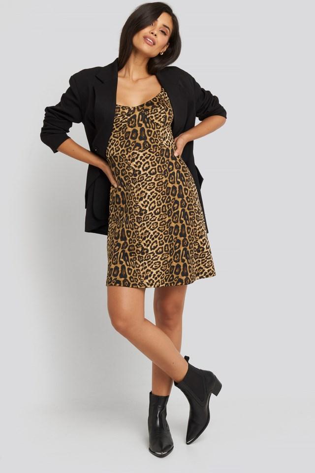 Short Sleeve Printed Mini Dress Look