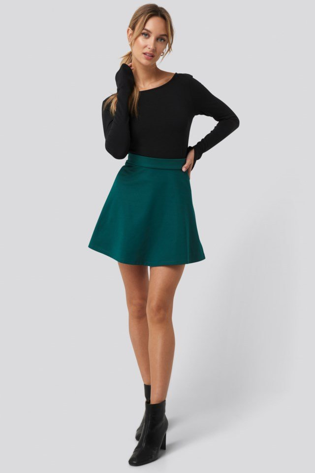 Long Sleeve Boat Neck Crop Top Outfit