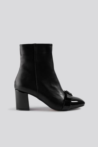 Black Ring Belt Detailed Boots